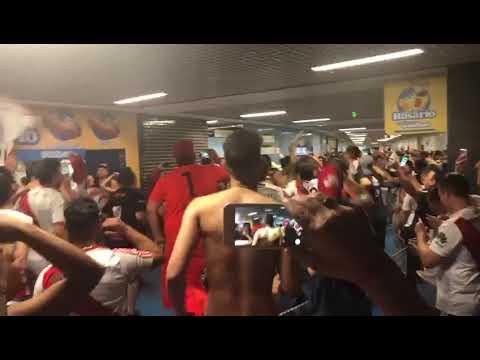 """""""LOCURA TOTAL DE HINCHAS DE RIVER EN BRASIL"""" Barra: Los Borrachos del Tablón • Club: River Plate"""