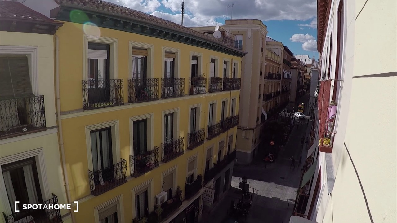 Rooms for rent in a renovated 4-bedroom apartment in Lavapiés