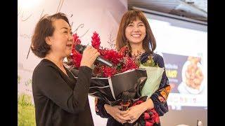 Hari Won & mẹ chồng   'Cỏ Hạnh Phúc' Fansign tại TpHCM   29/10/2017