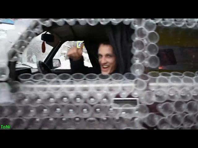 2700 пластиковых стаканчиков на автомобиль