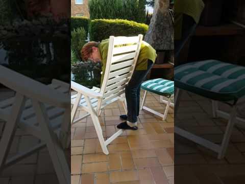 Ganz schön tückisch so ein Gartenstuhl. 😂