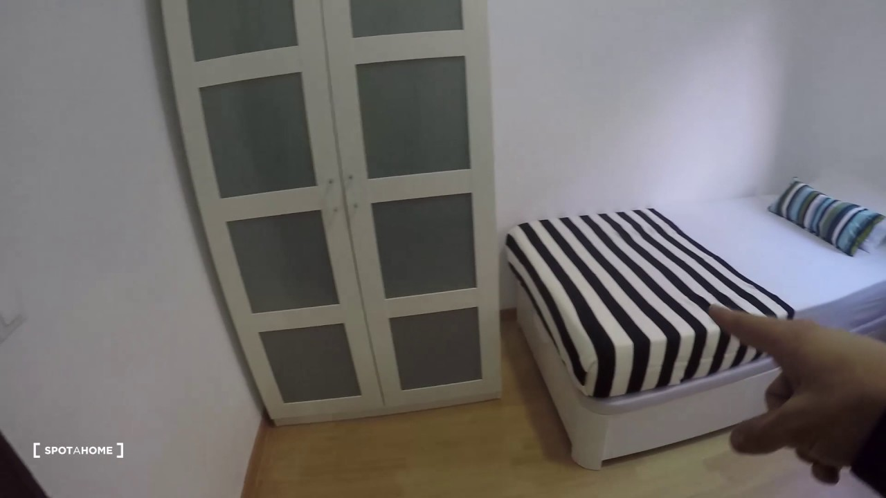 Furnished room with ample storage in 6-bedroom apartment, Puerta de Atocha and Delicias