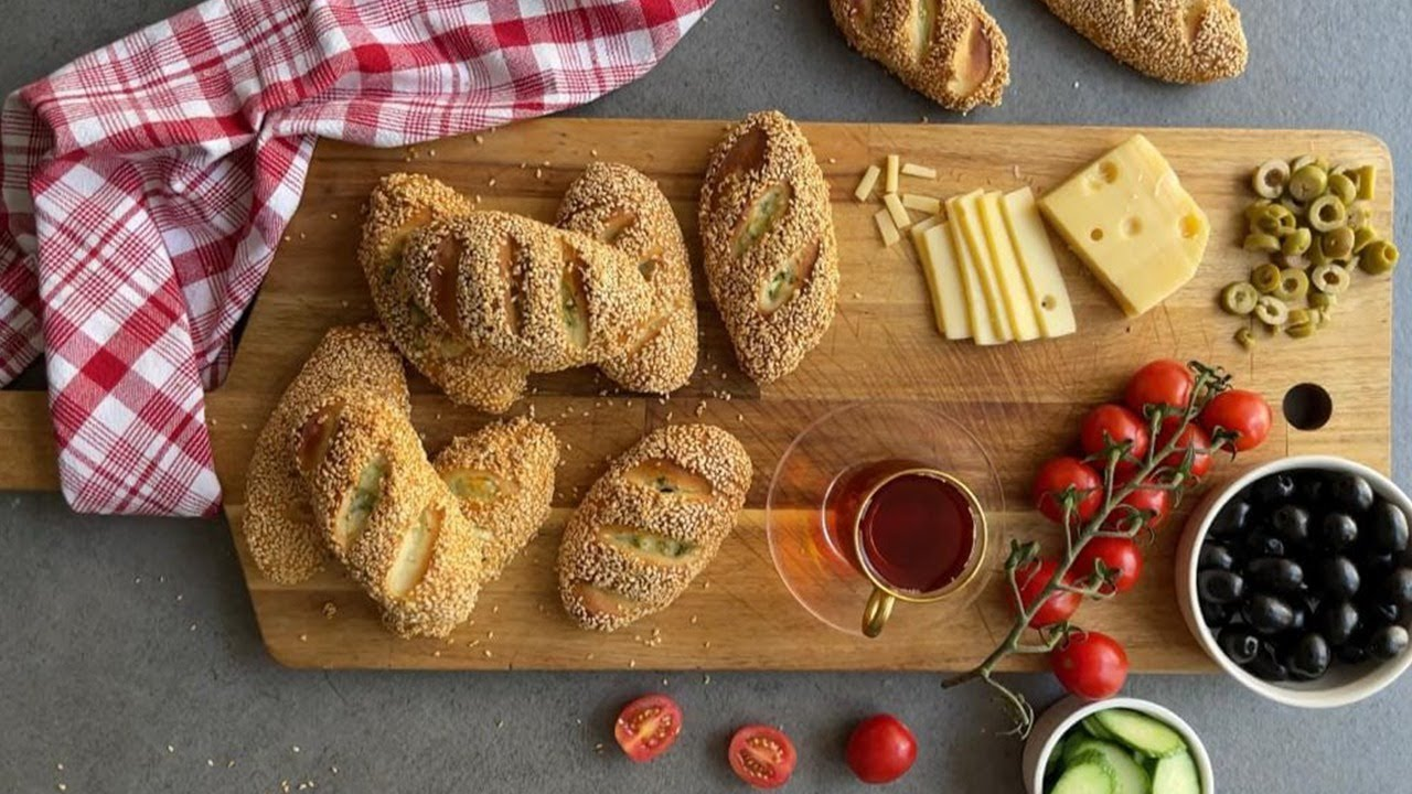 Simit bread with cheese