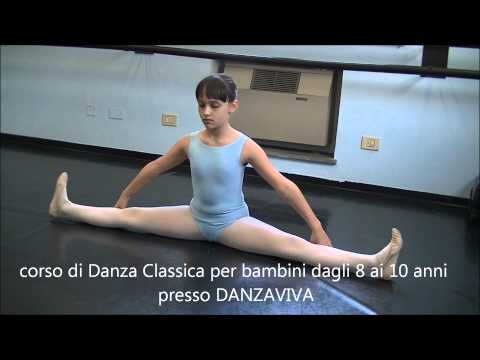 Preview video SBARRA A TERRA Riscaldamento lezione di danza classica 1° esercizio