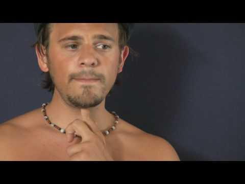 Der Schmerz in den Klavikulen und im Hals