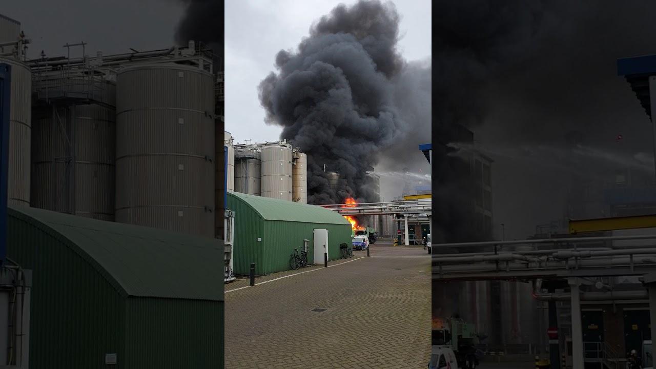 Croda Europa in Gouda  ZEER grote brand. De brand ontstond rond 10.30 uur