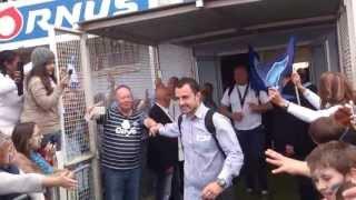 preview picture of video 'L'équipe du Castres Olympique entre dans le stade Pierre-Antoine avec le Brennus'