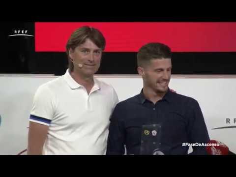 Julen Guerrero otorga el premio al mejor jugador de Segunda División