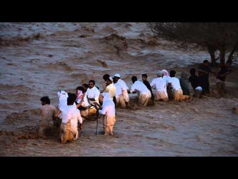 فزعة شباب حائل في أمطار يوم السبت 17 6 1434 هـ