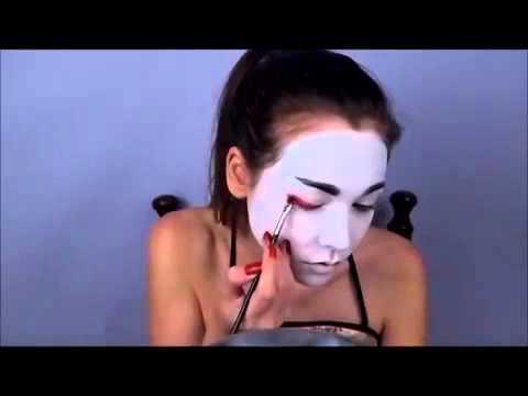 Le masque pour la personne avec leffet refroidissant