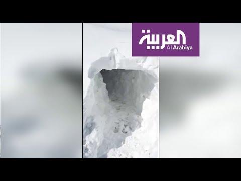 العرب اليوم - شاهد: عراقيون يحفرون أنفاقا في الثلوج للوصول إلى منازلهم