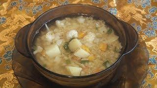 Суп вегетариалнский с чечесвицей и овощами.