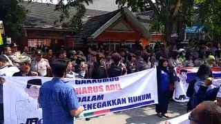 Jalani Pemeriksaan Perdana, Ribuan Pendukung JR Saragih Berdatangan di Kantor Bawaslu Sumut