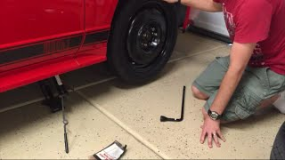 How to change a tire (with the car's jack)