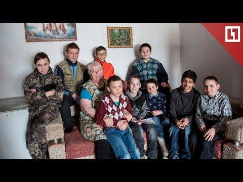 Пенсионерка стала мамой для 10 детей сирот