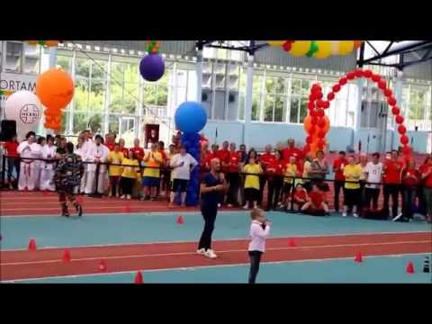 Watch video Modenschau mit Peyman Amin beim Down Sportlerfestival