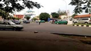 preview picture of video 'Funny: Traffic Warden Dancing Skelewu {on duty} in Abuja'