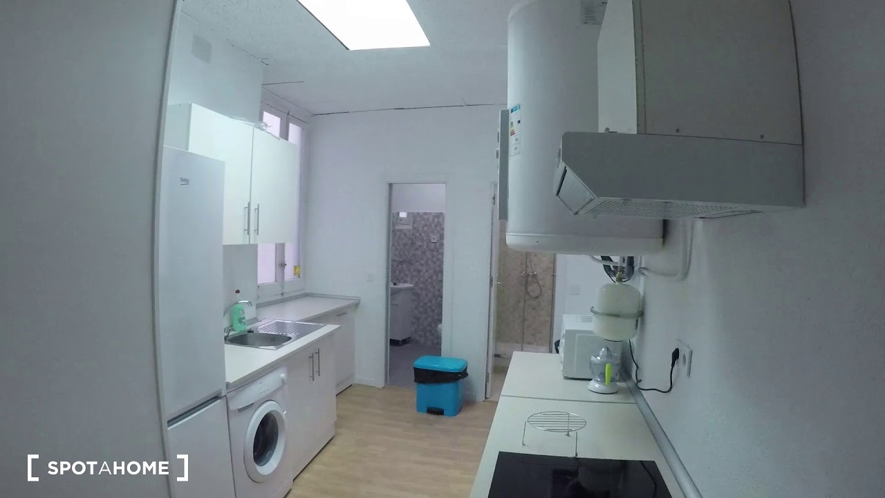Rooms for rent in 12-bedroom apartment in Argüelles