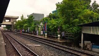 Arrivée D'un Train En Gare De Lat Krabang (Thaïlande)