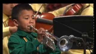 Esperanza Azteca - Variaciones sobre una canción. Solista: Moisés Tlaxcaltecatl Flores, 8 años