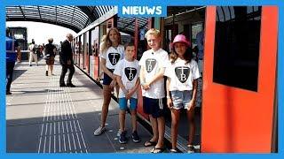 Kinderen testen metro die na 15 jaar eindelijk af is