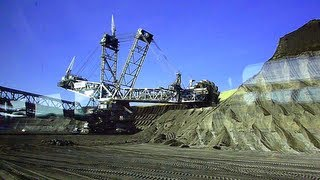 preview picture of video 'Monster Machine! Worlds biggest excavator in full operation part 1 / Bagger 288'