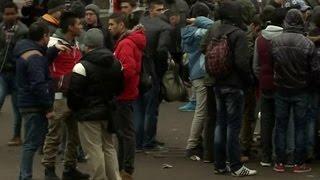 """Немецкие полицейские жестоко обходятся с беженцами """"для их же блага"""""""