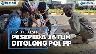 Satpol PP Tolong Pesepeda Jatuh di Fatmawati, Petugas: Sempat Oleng Kemudian Jatuh