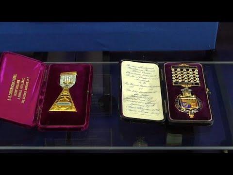 العرب اليوم - شاهد: مجوهرات ماسونية داخل معرض فريد في لندن