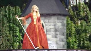 Taylor Swift Rips Her Dress