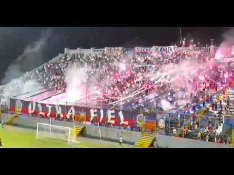 """La UltraFiel De San Pedro Sula"" Barra: La Ultra Fiel • Club: Club Deportivo Olimpia • País: Honduras"