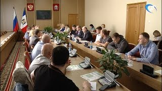 Правительство области пригласило на встречу предпринимателей, оказывающих населению услуги такси