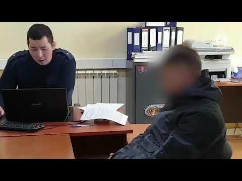 Подозреваемый в вымогательстве сотрудник правоохранительных органов и его подельники доставлены в Якутск