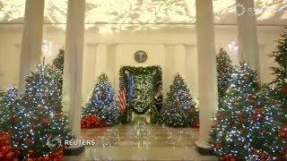 Мелания Трамп показала рождественское убранство Белого дома