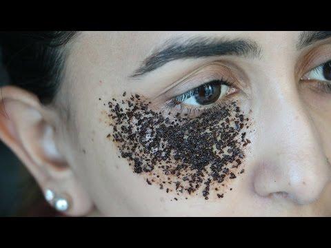 Face mask na may isang batang babae sa packaging