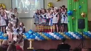 DEITA.RU Штукатурка обрушилась на голову выпускникам, Омск