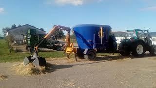 Traktor ARBOS a krmný vůz CERNIN v Beckově