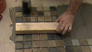 Cómo Instalar Losas en el Piso del Baño