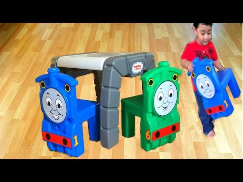 Attirant Thomas And Friends Little Tikes Chairs And Table Percy McQueen Egg Surprise