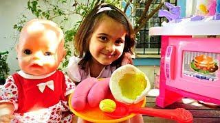 Видео для девочек. Беби Бон Эмили завтракает в саду