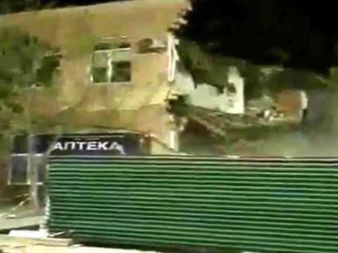 Сильный ветер снес здание стоматологического кабинета в Дербенте
