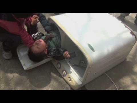 Phát hiện bé trai 2 tuổi trong máy giặt