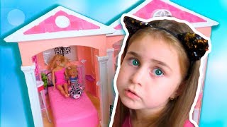 Alika pretend play with doll house by Globiki