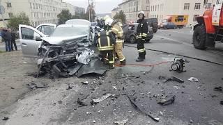 Как вырезали водителя  Рено Логан из автомобиля. ДТП 16.09.2017