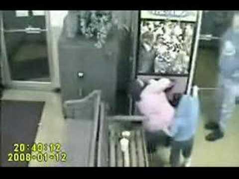 6歲小女孩入侵挾娃娃機!