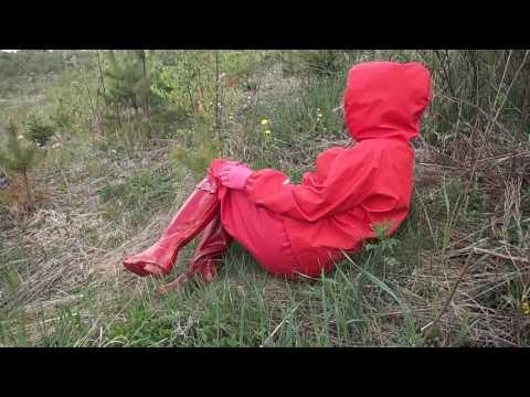 Hunter Original Tall rot mit rot Regenanzug