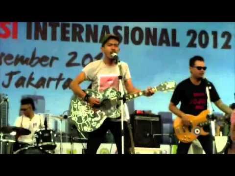 Yose Kristian with IKSAN SKUTER - Nyanyian Api & Nyalakan Tanda Bahaya (Medley). Live at Monas.
