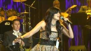 Kristyna Sanchez del grupo SPARX - Convenceme (en vivo)