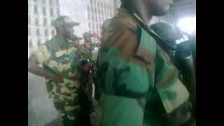 preview picture of video 'Tous les militaires et policiers de Goma forcés de devenir M23'