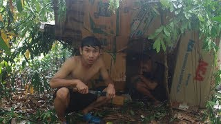 เอาชีวิตรอด สร้างบ้านกล่องกระดาษ 32 ชม.ในป่าลึก แต่เกิดฝนตกหนักเกือบไม่รอด!!! - dooclip.me
